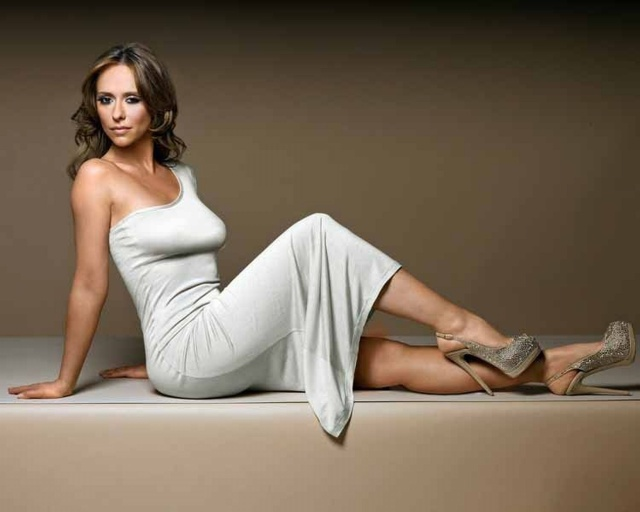 jennifer_love_hewitt_jennifer_love_hewitt_the_client_list_photoshoot_may_2012_Q3NsVAE.sized